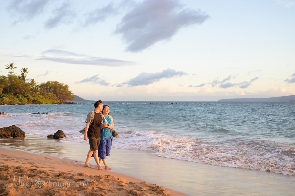 Engagement Portrait Session at Ulua Beach, Wailea, Maui.  Photography by Mieko Horikoshi