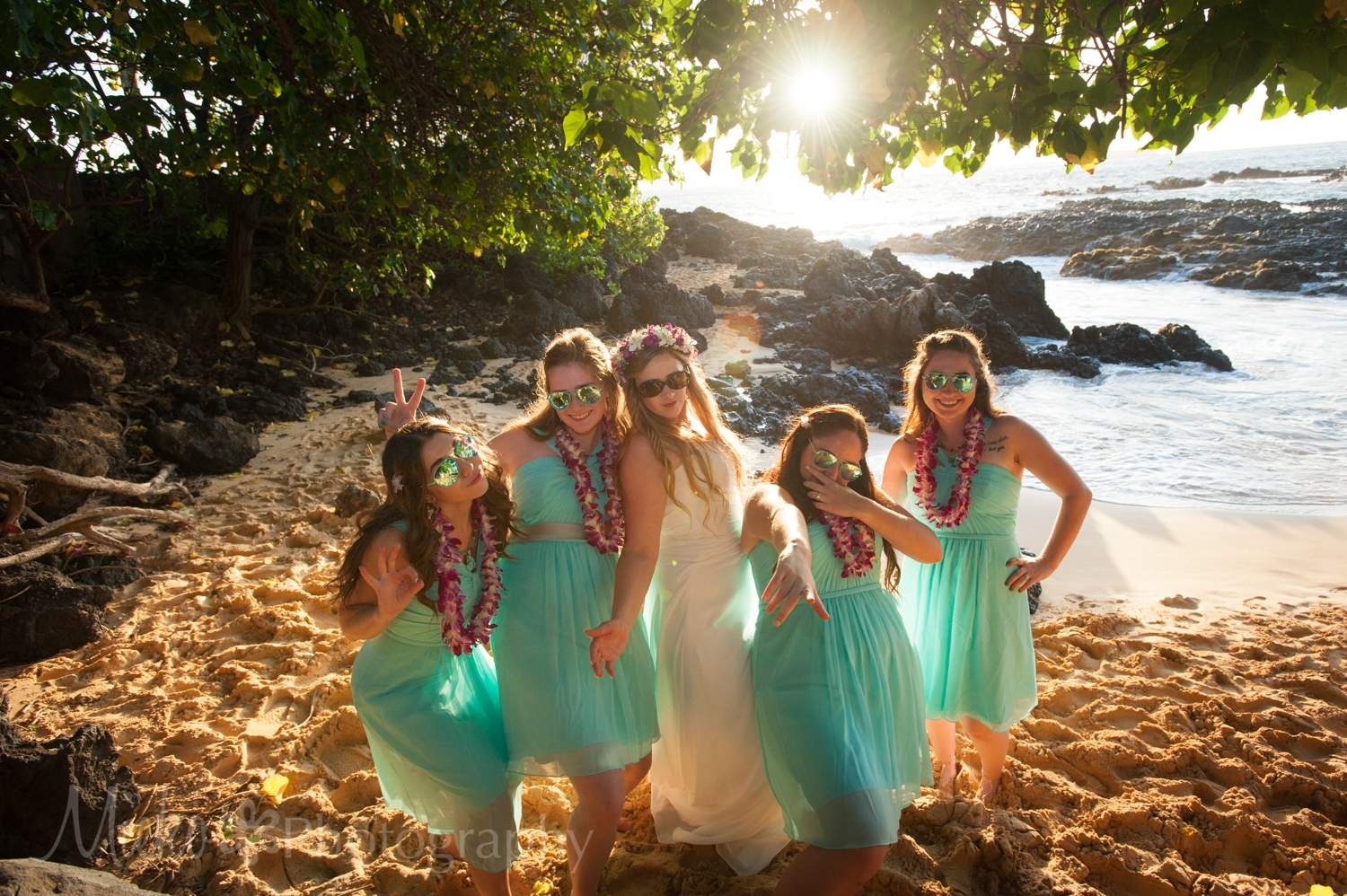 Wedding Photography at Secret Cove Beach, Makena, Maui.  Photography by Mieko Horikoshi.  日本人フォトグラファーによるハワイビーチウェディング撮影。